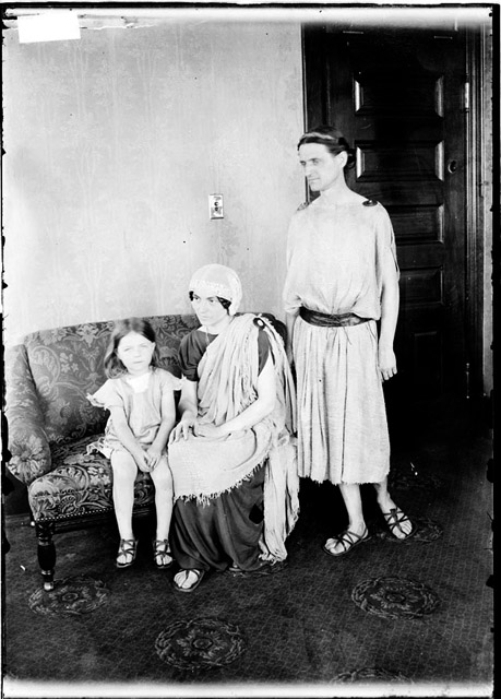 Raymond, Isadora, and Menelkas Duncan (1910)